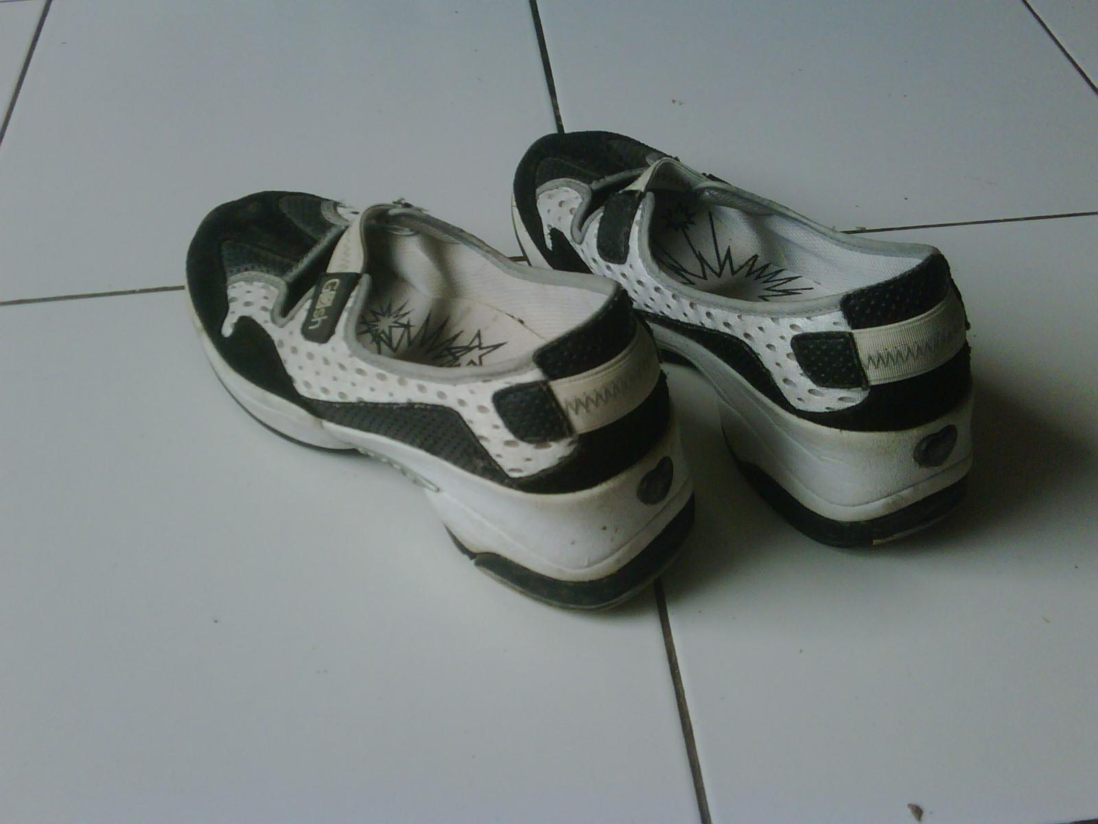 Lemari Cantik Gs17 Sepatu Sporty Gosh Ukuran 38 39 100 Original Sold