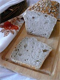 Chleb pszenno-orkiszowy.