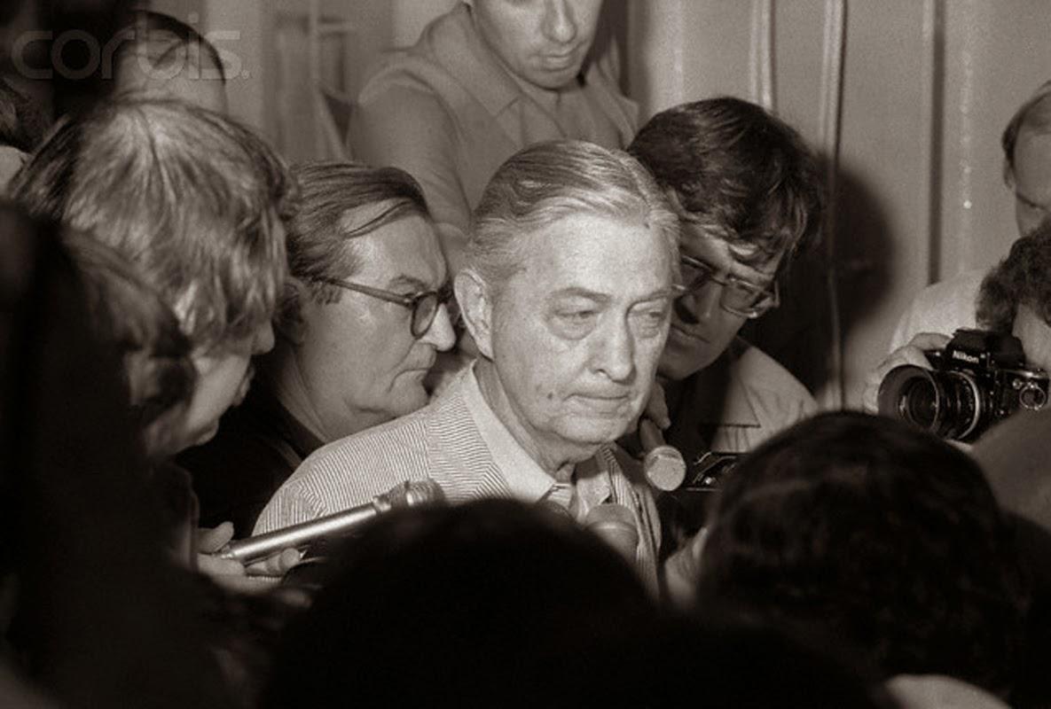 Ngày 30-4-1975, Hoa Kỳ chạy khỏi VNCH 204+16+a+1-5-1975+-+DS+My+tren+hang+khong+mau+ham