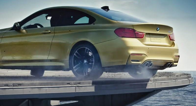 【動画】BMW M4クーペが空母の上で華麗なドリフトを披露!