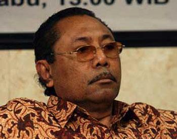 John Pieris, Senator asal Maluku