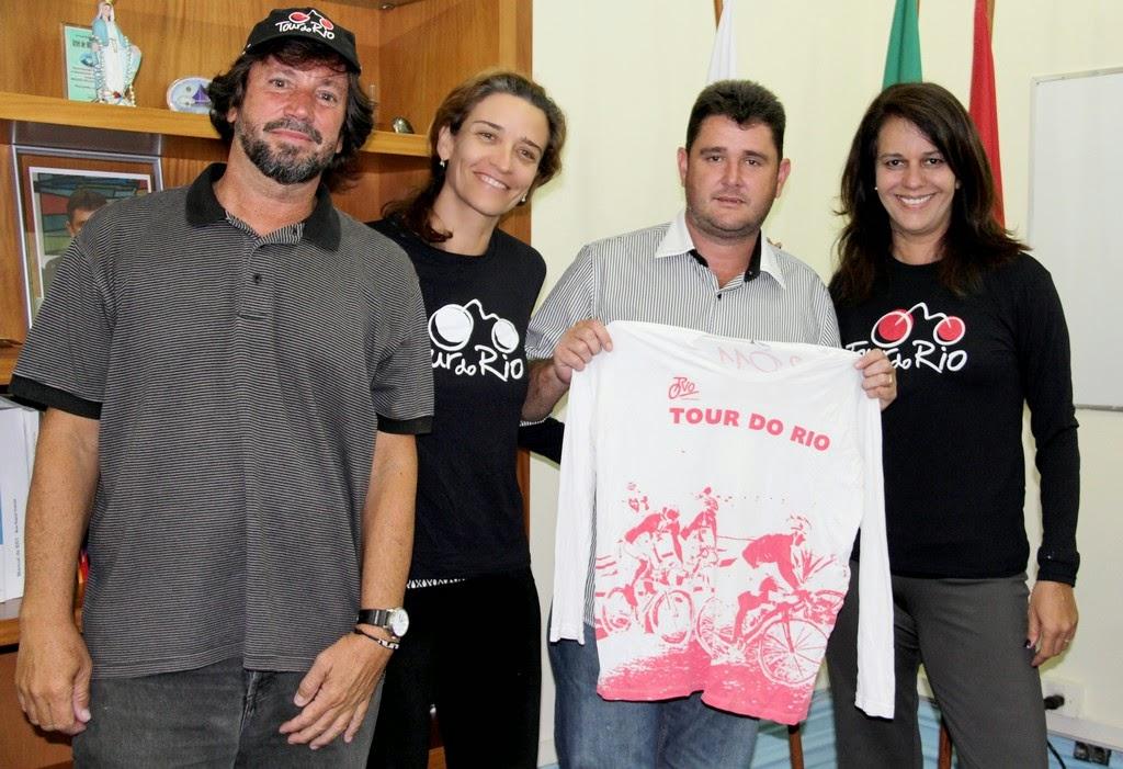O prefeito Arlei e secretários de governo receberam na manhã desta quarta-feira, 19, a equipe responsável pela organização do evento de ciclismo Tour do Rio