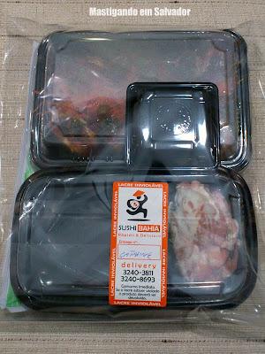 Sushi Bahia Delivery: Temaki Mix e Combo Especial Flambado embalados
