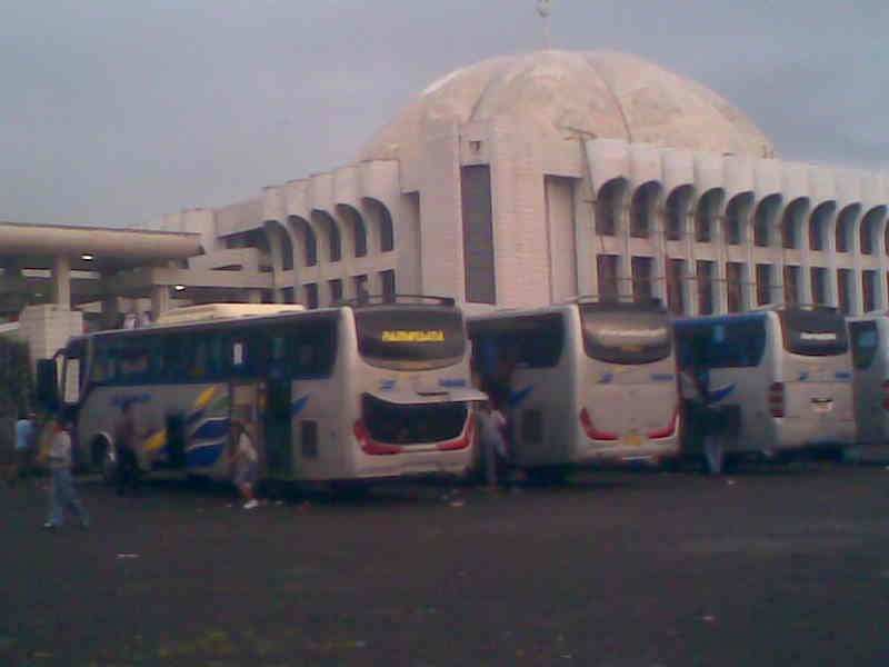 Bus pariwisata po sahabat