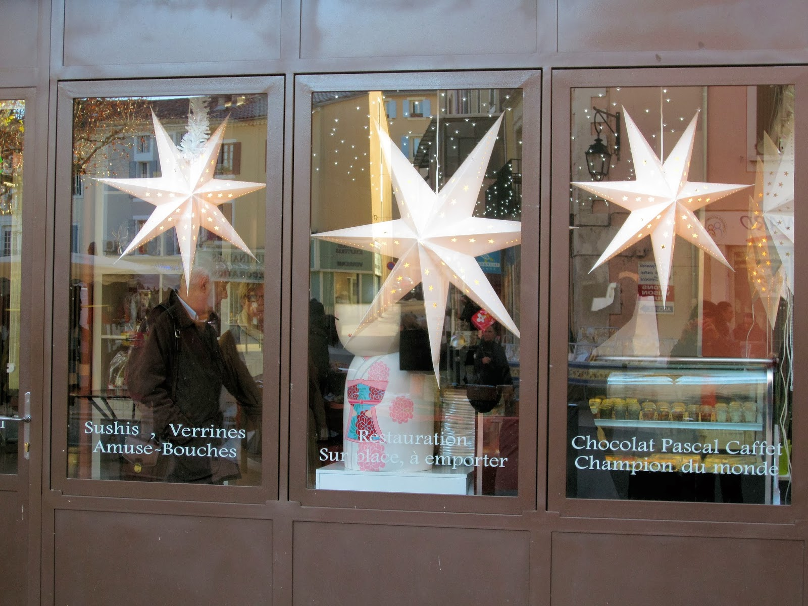 Christmas in Provence - window shopping - Sushi and Chocolate and lots of stars