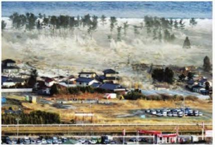 Peristiwa tsunami dapat menimbulkan kerusakan dan korban jiwa.