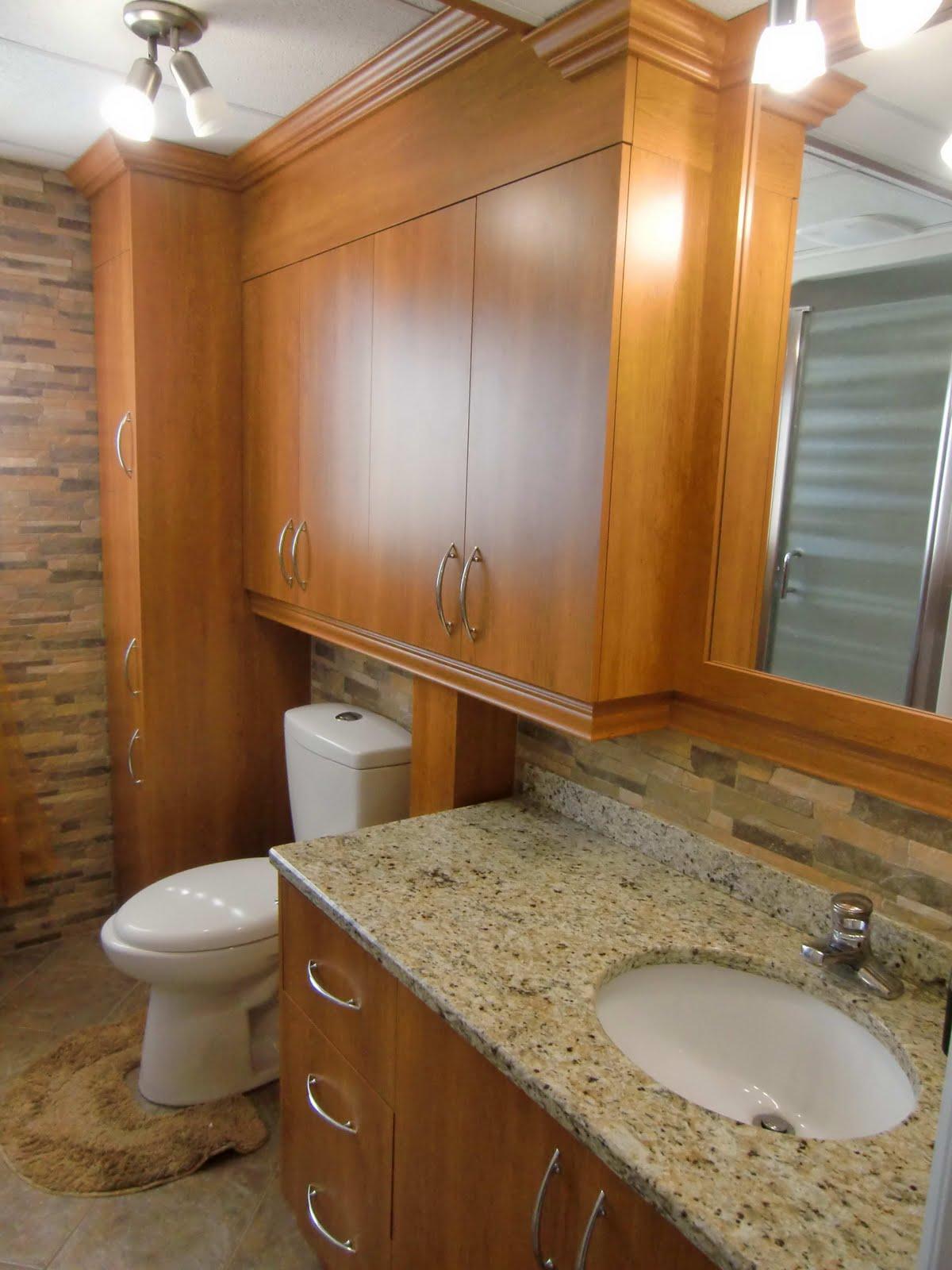 Specialit smm armoire de salle de bain en m lamine for Comptoir de salle de bain