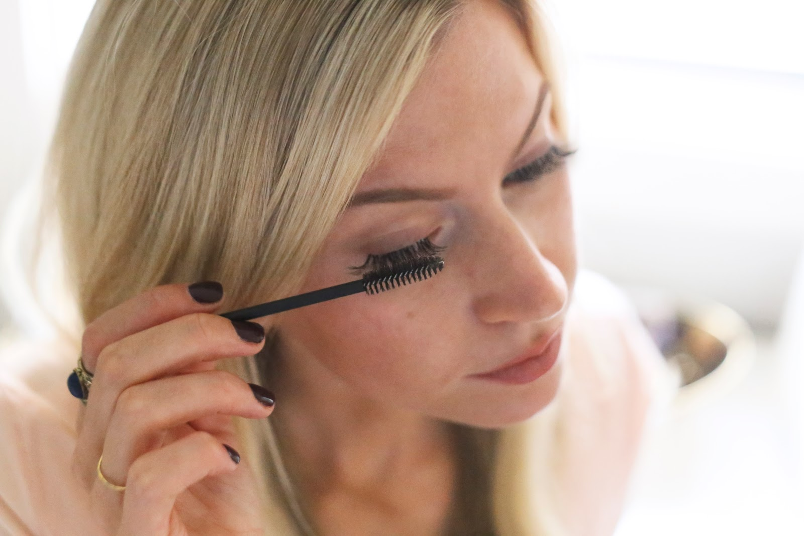 How to apply eyelash extensions yourself elle apparel by leanne barlow solutioingenieria Images