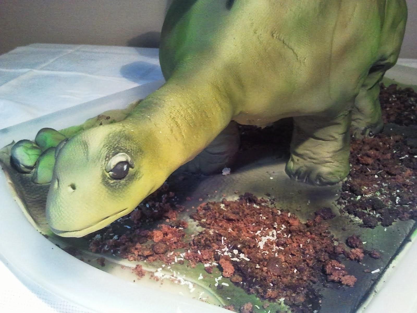 Sztegoszaurusz torta