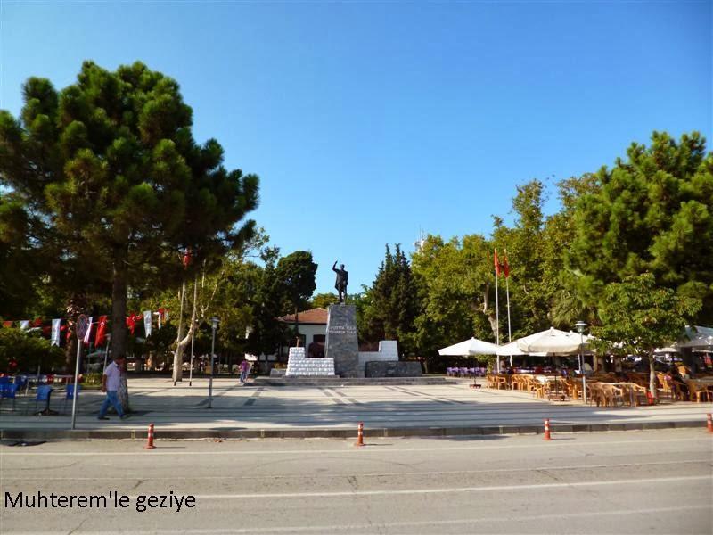 İskele Caddesinde ki Atatürk heykeli
