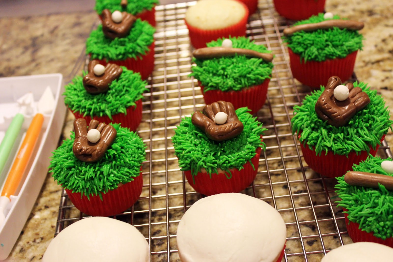 worth pinning major or little league baseball cupcakes