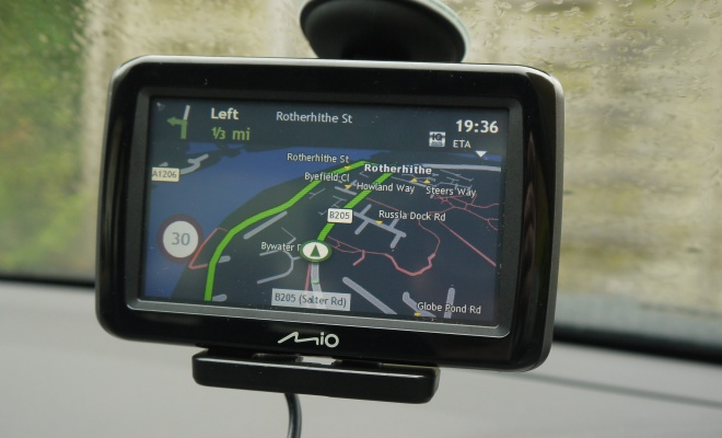 Mio Spirit 485 showing nighttime navigation screen