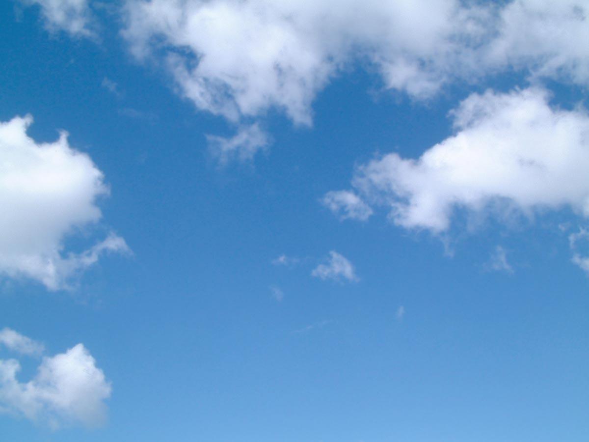 cielos con nubes altas cielos nublados cesped de lejos para ares de ...