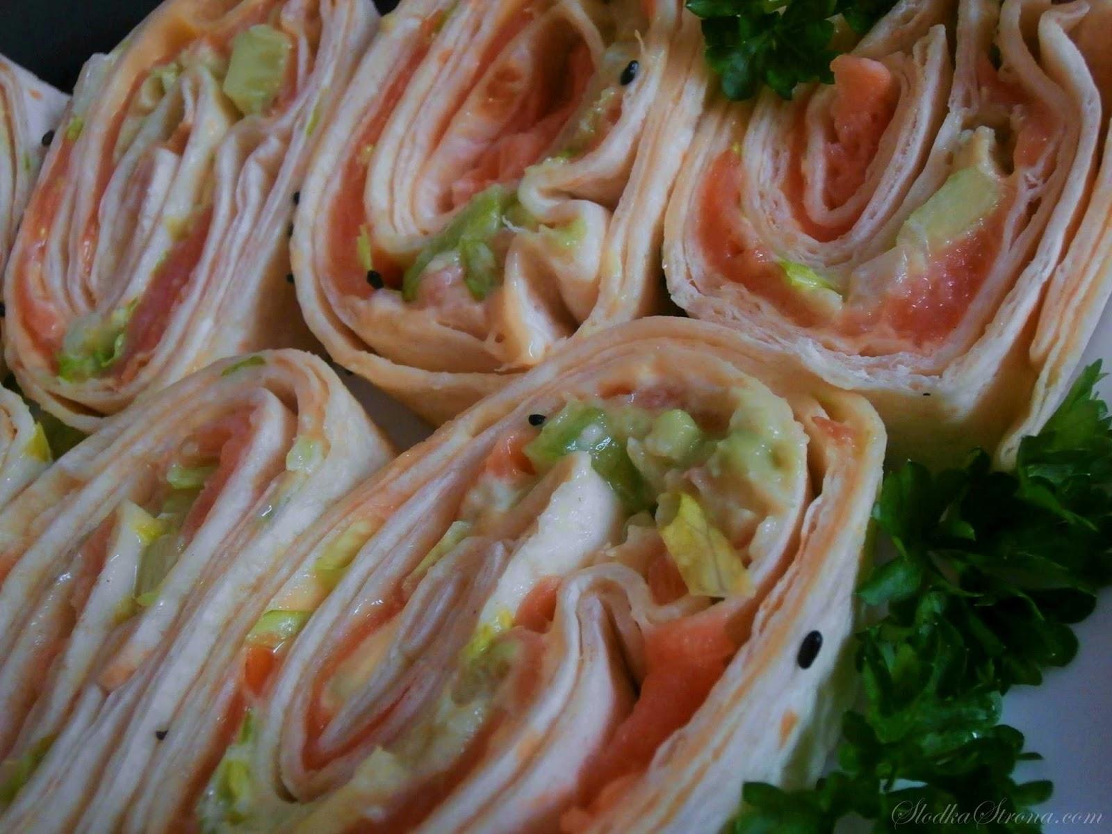 Roladki z Tortilli na Zimno z Łososiem Wędzonym i Awokado - Przepis - Słodka Strona