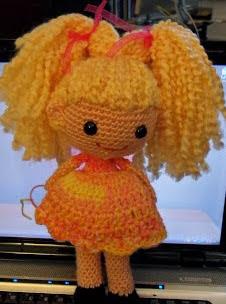 http://pjcraftsinaustin.blogspot.co.uk/2011/11/little-pigtail-girl-free-pdf-download.html