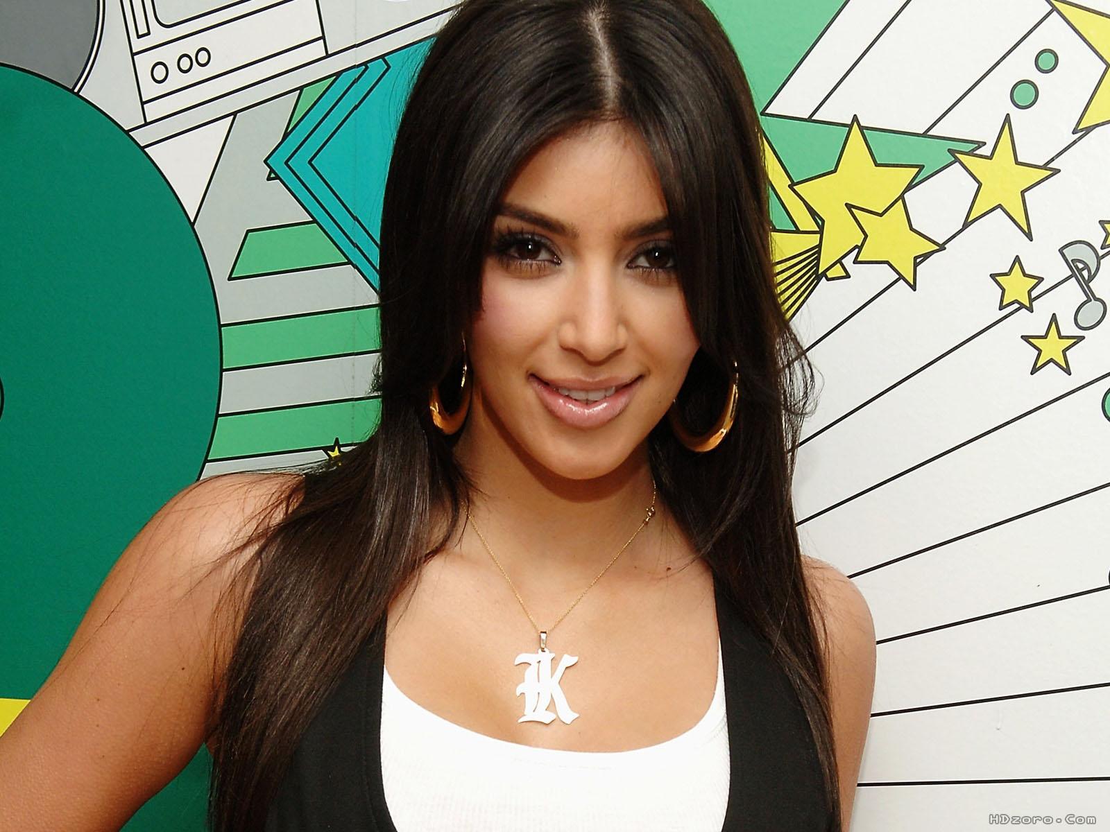 http://4.bp.blogspot.com/-Hcd6h8WQwzs/UWajLznpSXI/AAAAAAAASfk/8Ekxa_0CWkQ/s1600/kim+kardashian+11.jpg