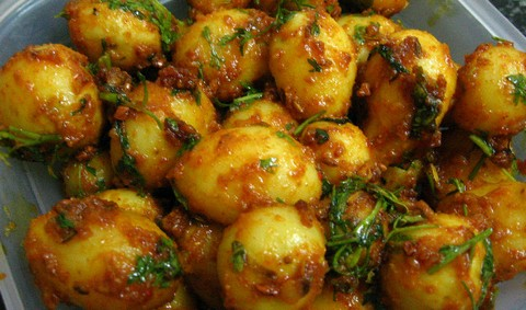 Spicy Baby Potatoes with Onion and Tomato Glaze