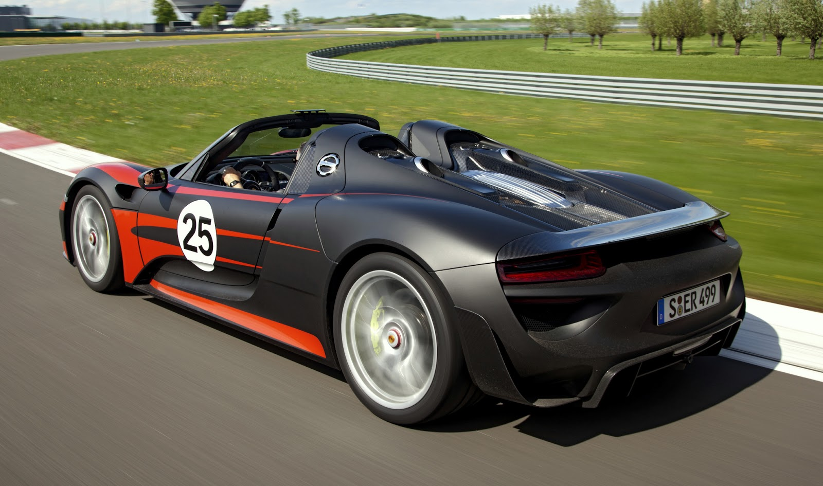 porsche 918 spyder is your dream plug in hybrid supercar come true. Black Bedroom Furniture Sets. Home Design Ideas