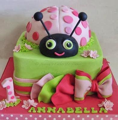 Tarta con mariquita rosa grande