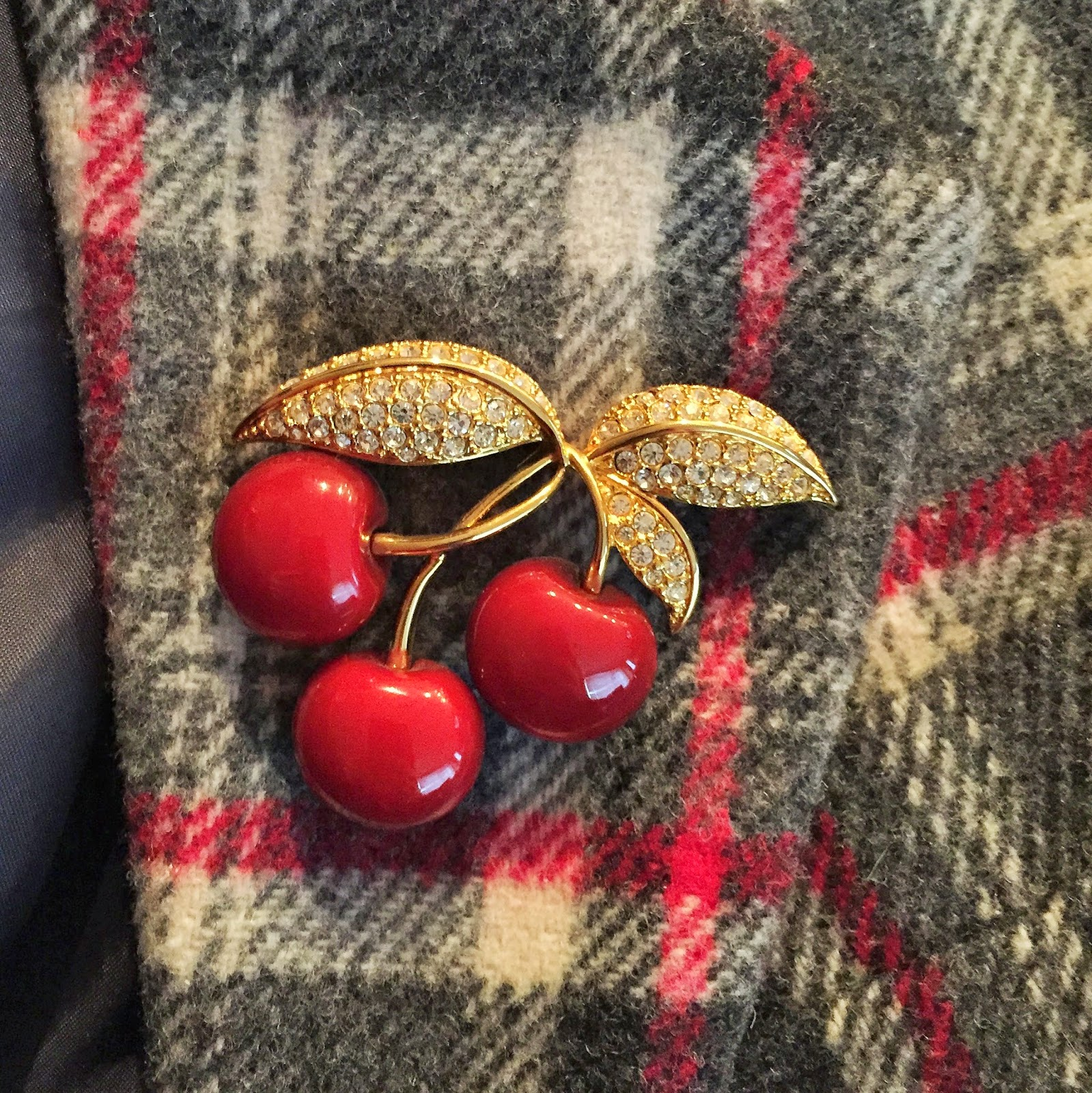 Cherry Brooch - She Knits in Pearls