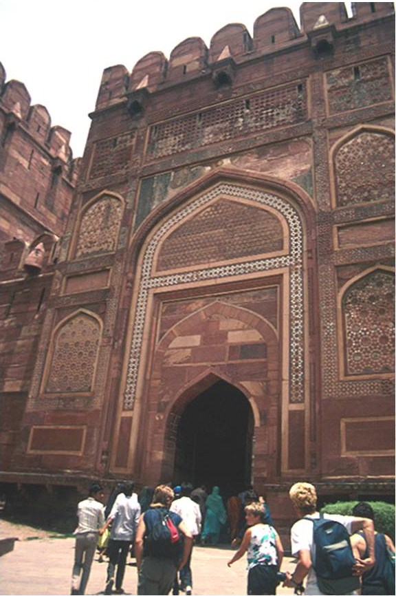 arts of living life akbar s architectural vision indo islamic