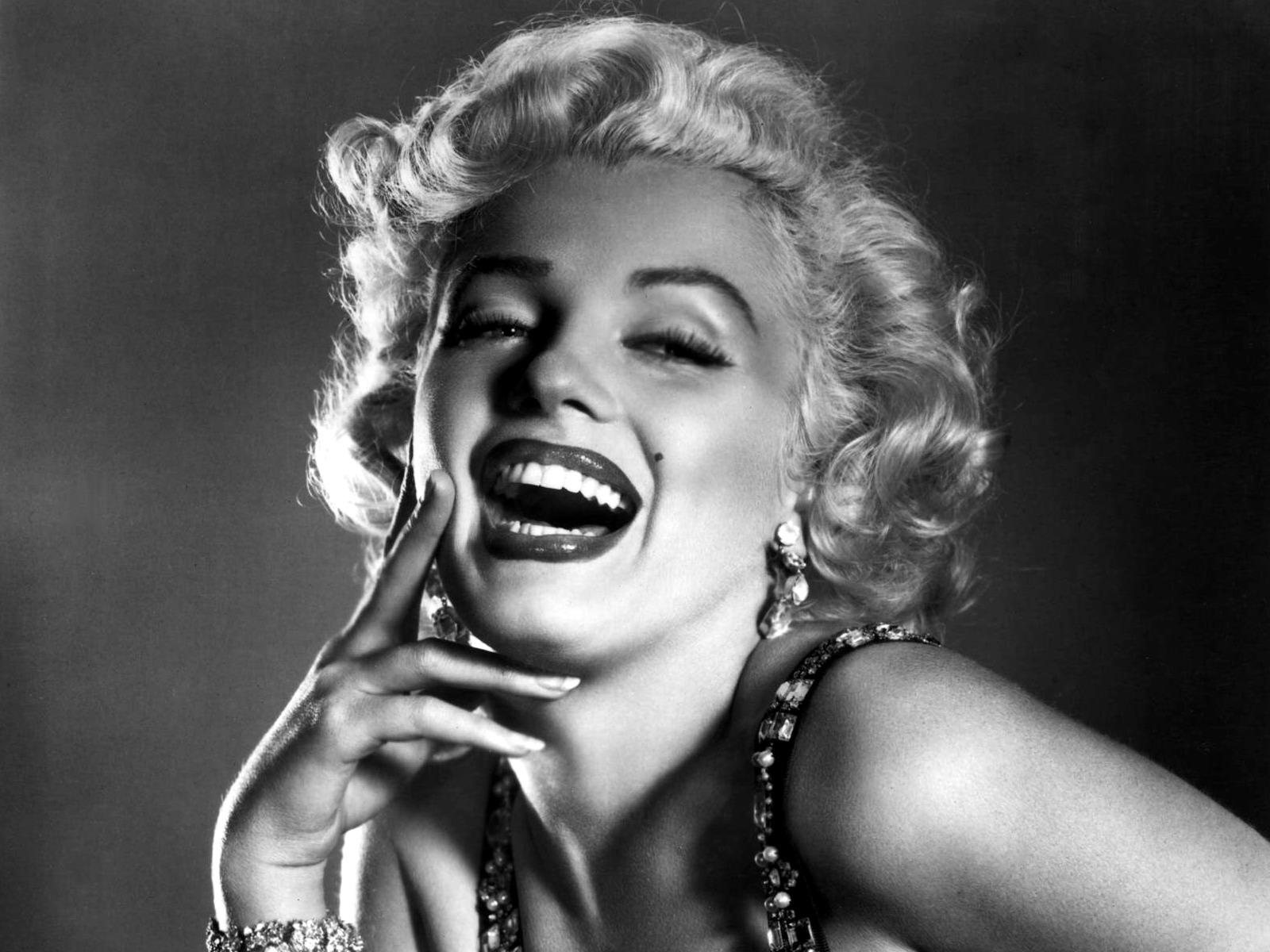 http://4.bp.blogspot.com/-HdnIZekkxrM/UAaebdnxriI/AAAAAAAANRg/efJa9kS22Mw/s1600/Marilyn-Monroe-wallpaper_018.jpg