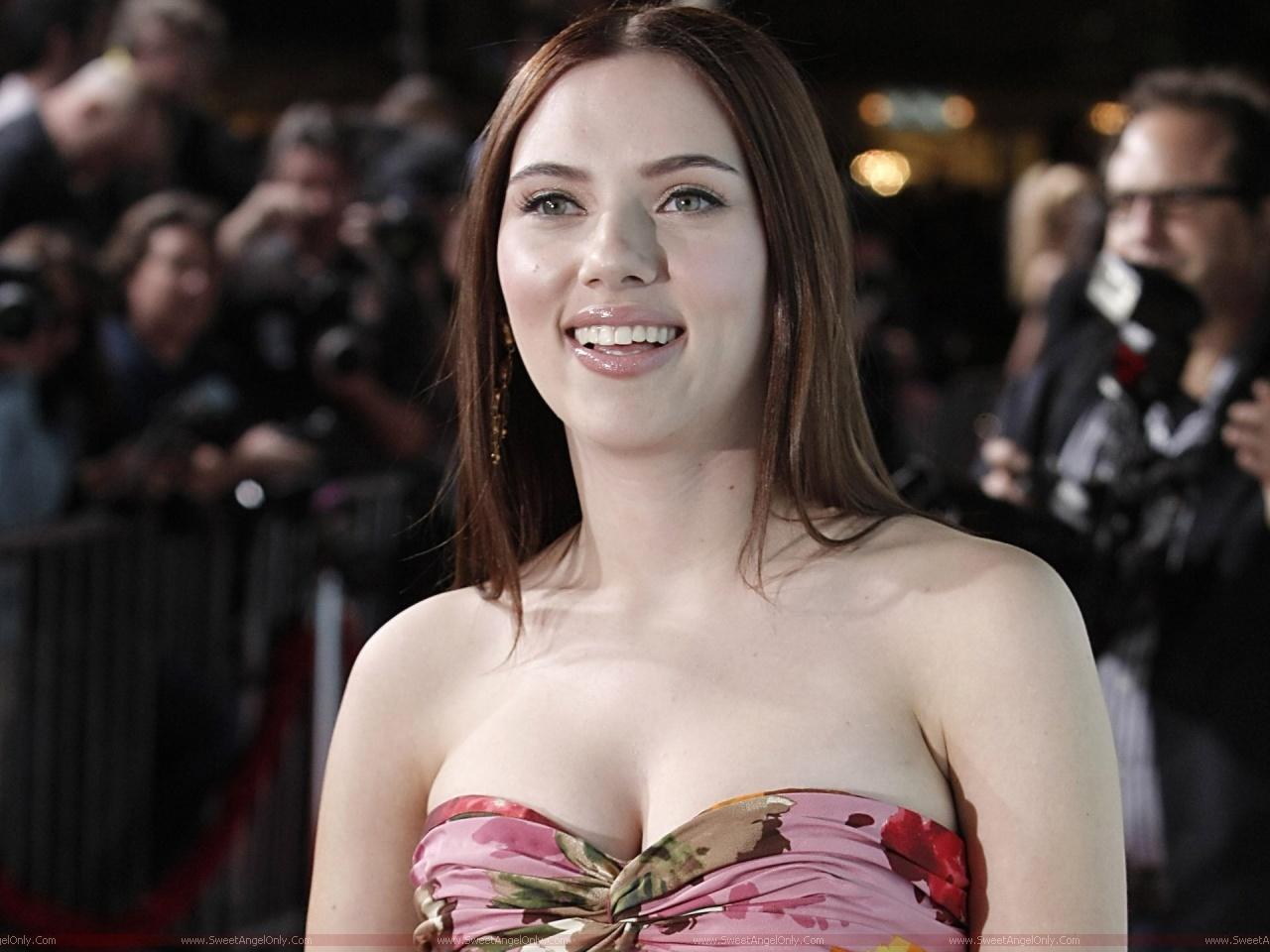 http://4.bp.blogspot.com/-HdtA9PqiO6w/Th5HB4jP2XI/AAAAAAAADOw/RH33x9fHmQA/s1600/Scarlett+Johansson+HD+Wallpapers.jpg