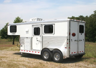 sundowner 2 horse trailer with living quarters gooseneck