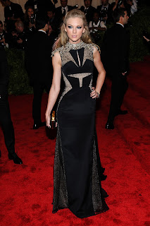 Taylor Swift  strikes a pose for cameras on the red carpet