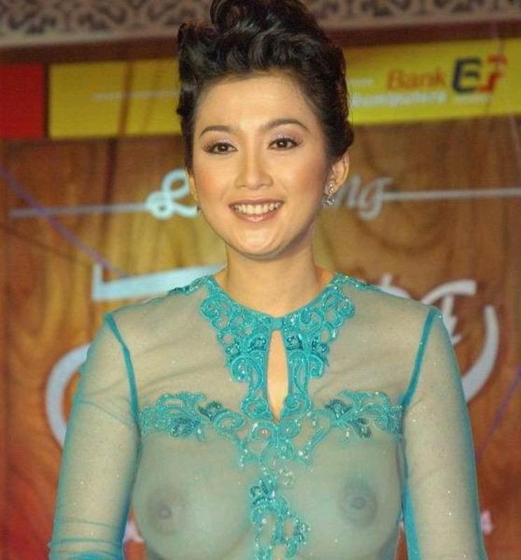 Desy Ratnasari (lahir di Sukabumi, Jawa Barat, 12 Desember 1973