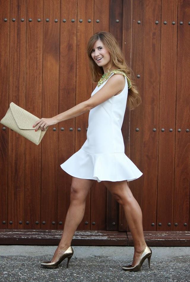 vestido_blanco-collar_inspiración_egipcia_stilettos_pura_lopez