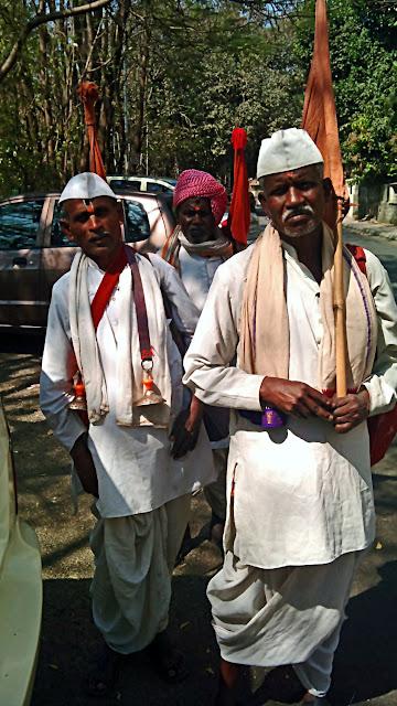 hindu devotees singing