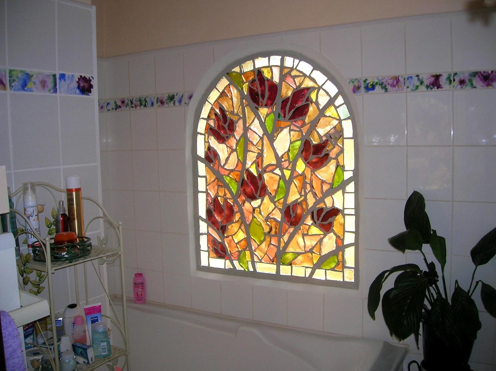 Un vitrail des vitraux vitrail en dalle de verre for Verre pour fenetre