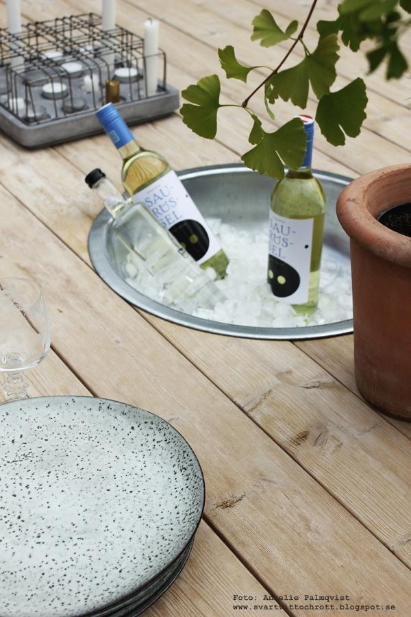 hål i bordet för kylda drycker, is, behållare, plantering, diy, trädäck, uteplats, altan, altaner, uteplatsen,
