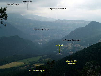 Panoràmica de la Nou de Berguedà, la Serra d'Ensija, el Pedraforca, els Cingles de Valccebre i la Térmica de Cercs des de la Baga de Casadessús