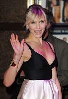 Cameron Diaz waves to cameras and fans at Gambit World Premiere in London