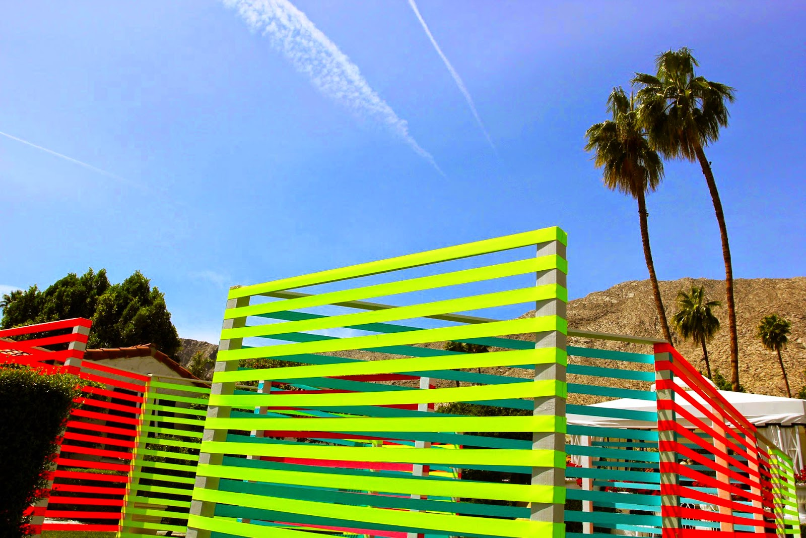 Maser recently spent some time in Palm Springs, California where he was invited by JustKids to work on a new street installation for Coachella '15.
