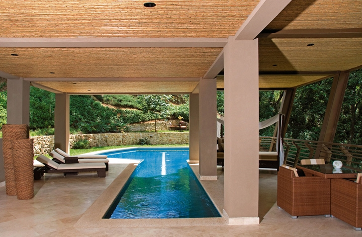 Swimming pool in Bartlett Home by SARCO Architects