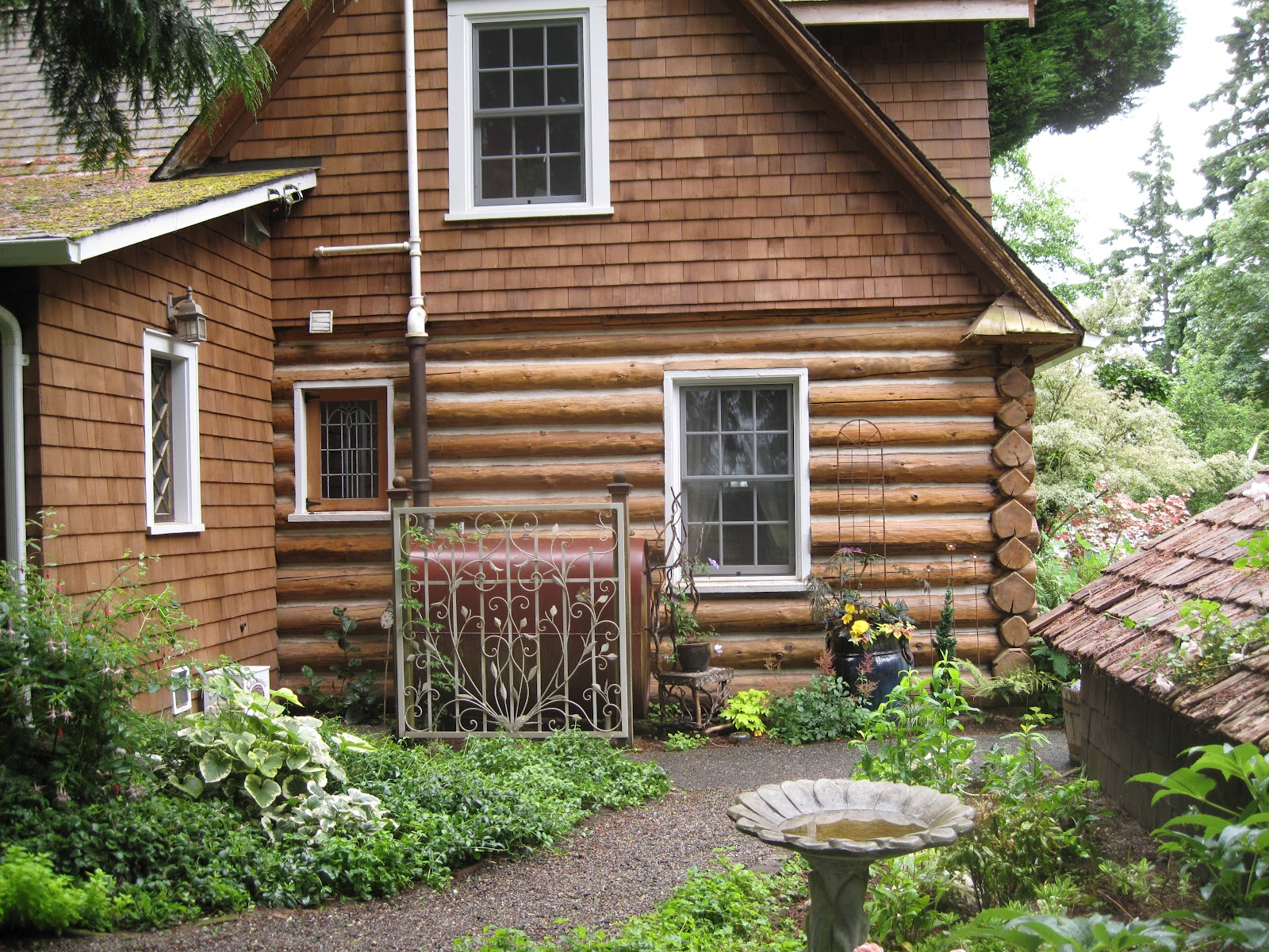 Little garden house -  Our Two Acres On Horsehead Bay Have A Sweet History Says Terrie The Log Cabin Was Built By Hand In The Early 1920s A Barn Pasture And Root Cellar