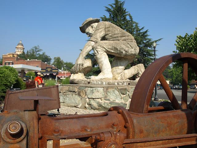 Monumento a los mineros en Auburn, California
