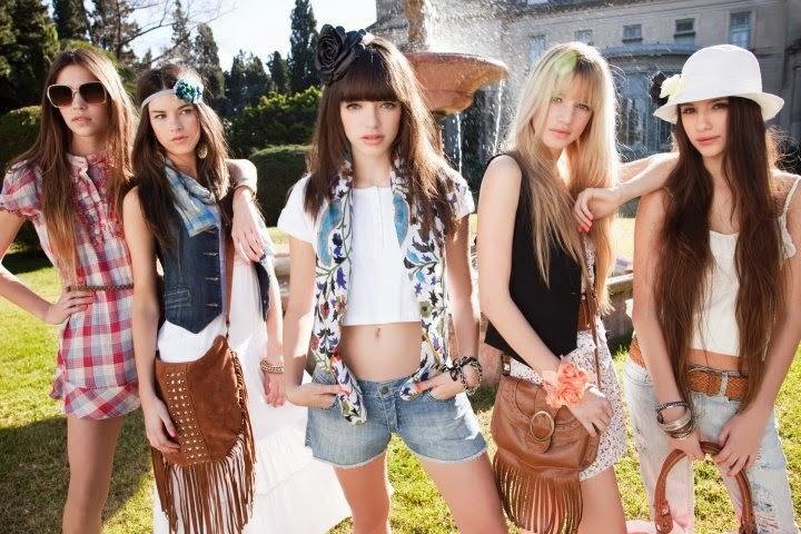Juegos de vestir ala moda a 4 amigas