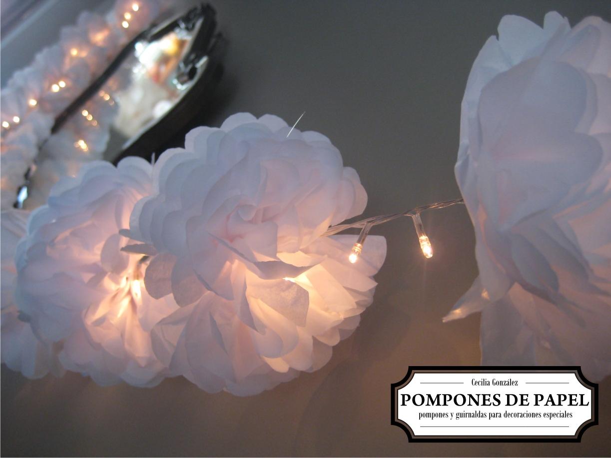 Pompones de papel guirnalda de luces for Guirnaldas de luces
