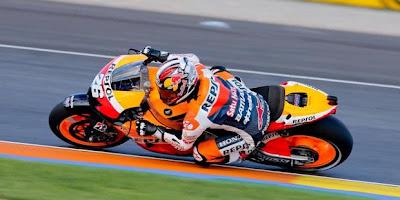Dani Pedrosa Juara di Valencia dan Lorenzo Terjatuh