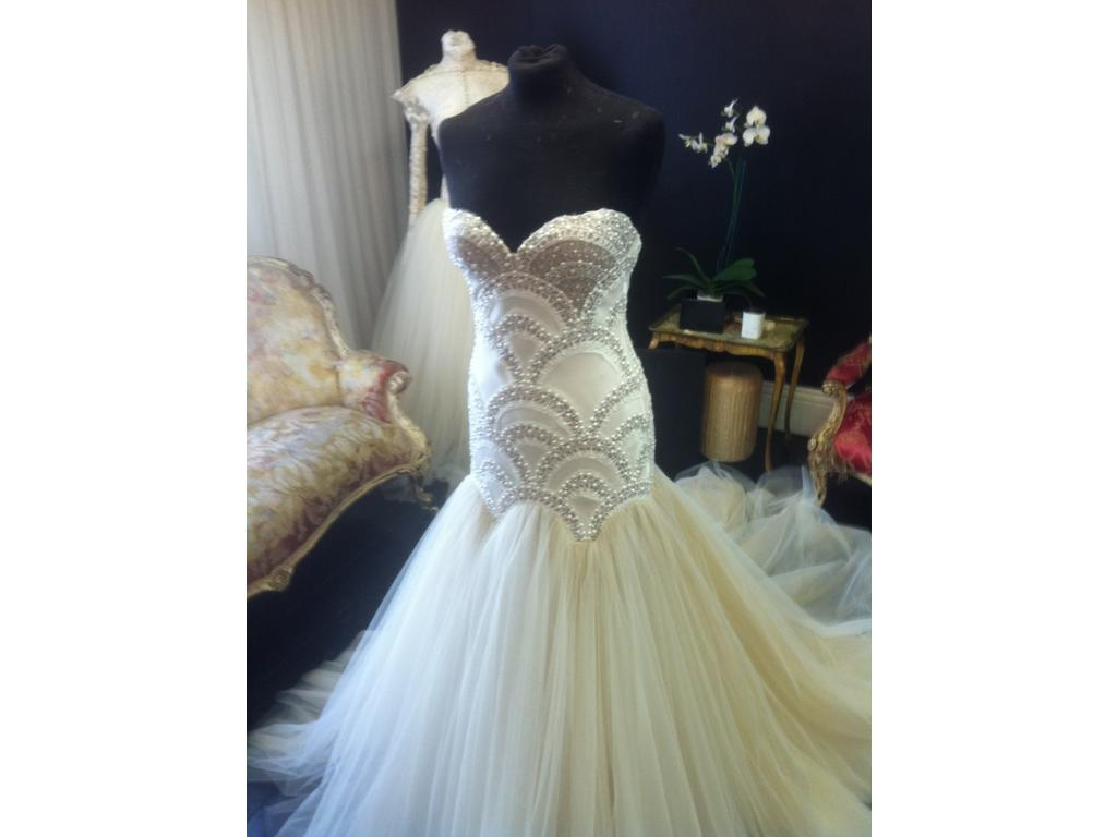 J 39 aton couture on pre owned wedding dresses just be loved for Pre owned wedding dresses
