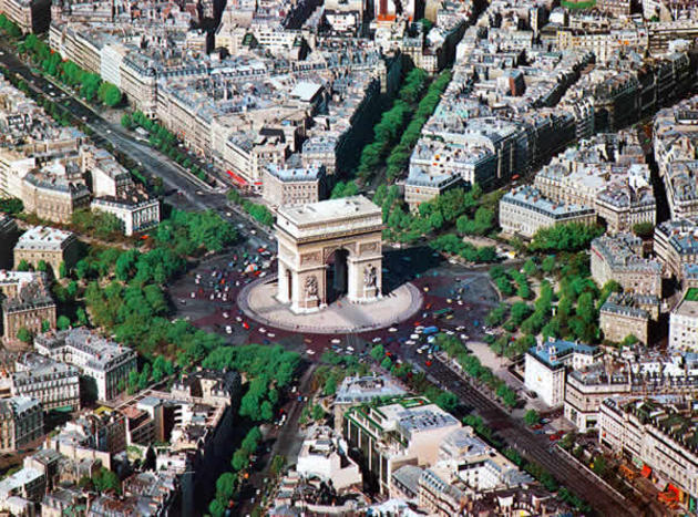 صور رائعة من باريس  Top_10_things_to_do_while_in_paris_arc_de_triomphe_arial_view1