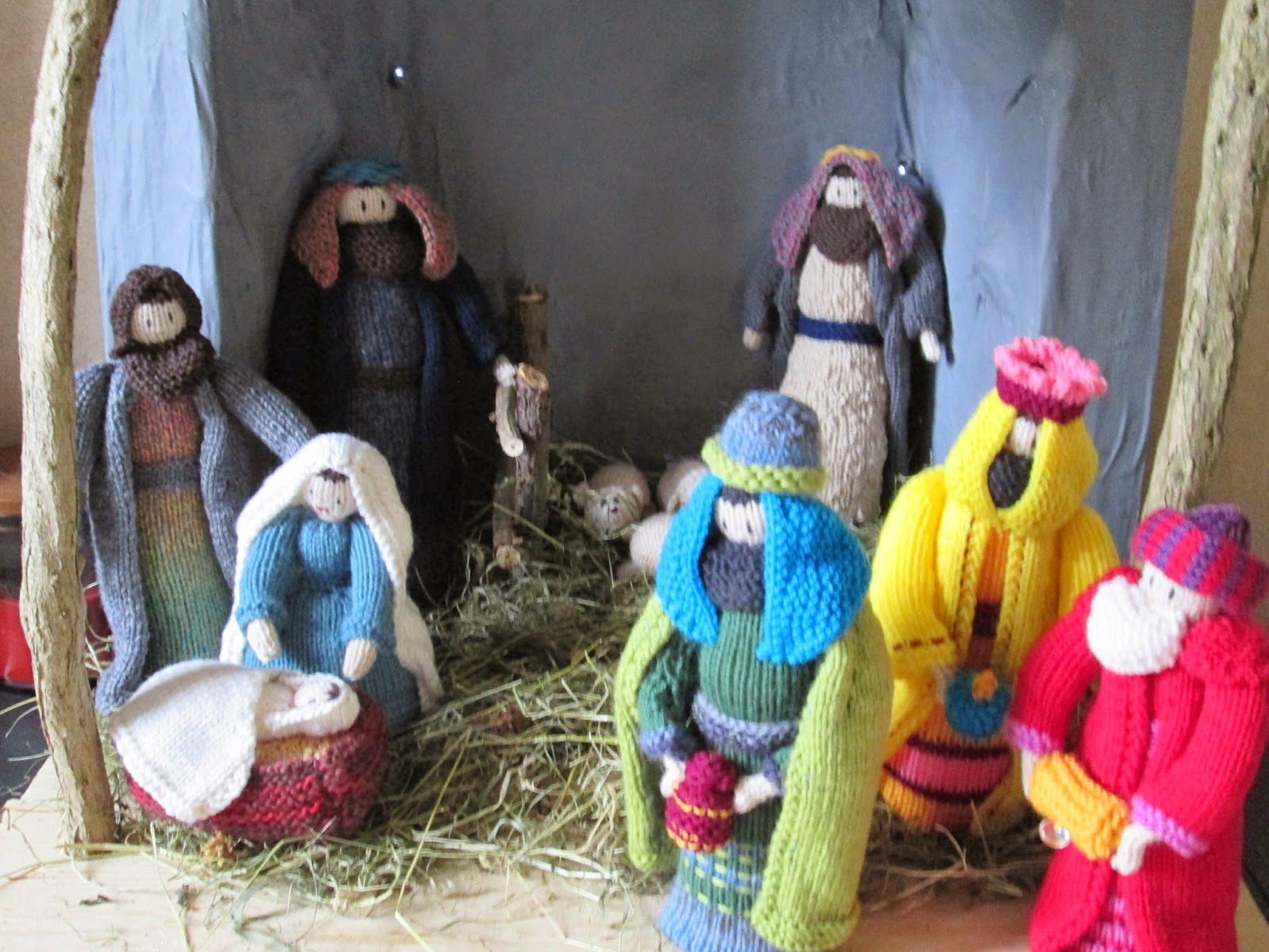 hookin A yarn: Knitted Nativity Set