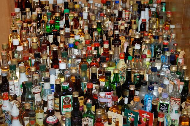 http://4.bp.blogspot.com/-HgeST9hTj44/USpjaCkpJqI/AAAAAAAACfw/5n_1KYGwHcw/s1600/Liquor_bottles.jpg