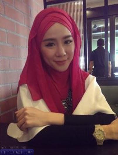 Gambar Model Playboy Seksi Dari Malaysia felixia yeap Mula Bertudung