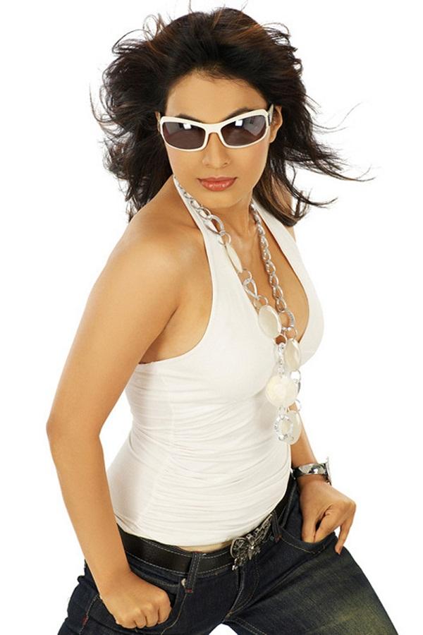 Manisha Kelkar Hot In Bandook