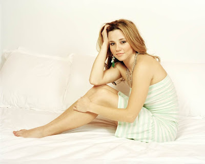 Linda Cardellini Hot Wallpaper